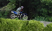 Jeu de cascade en motocross